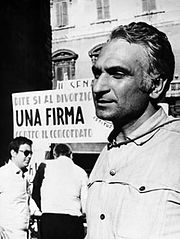 marco pannella in 1974 campaigning for the divorce referendum