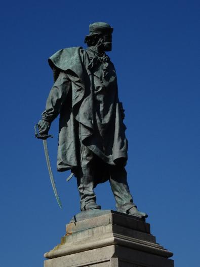 garibladi statue Piazza Vittoria