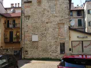 This nevera is at the side of the original fish market in Cortisella, behind the Banca D'Italia