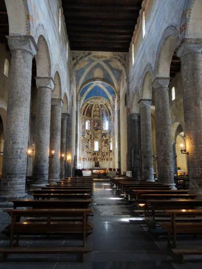 Interior of Basilica di Sant'Abbondio