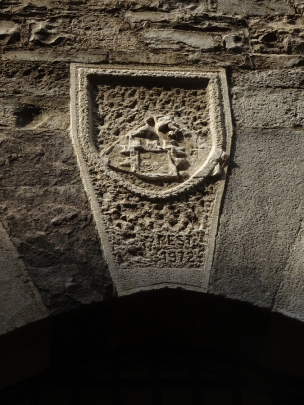 Coat of Arms on the opposite side to that of the Lucini family in Via Balestra. Both are very eroded.
